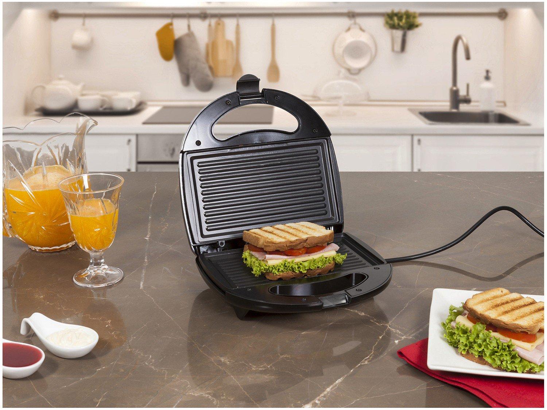 Sanduicheira Fast Grill e Sandwich Mondial S-12 com 750W de Potência - Preta - 220V - 2
