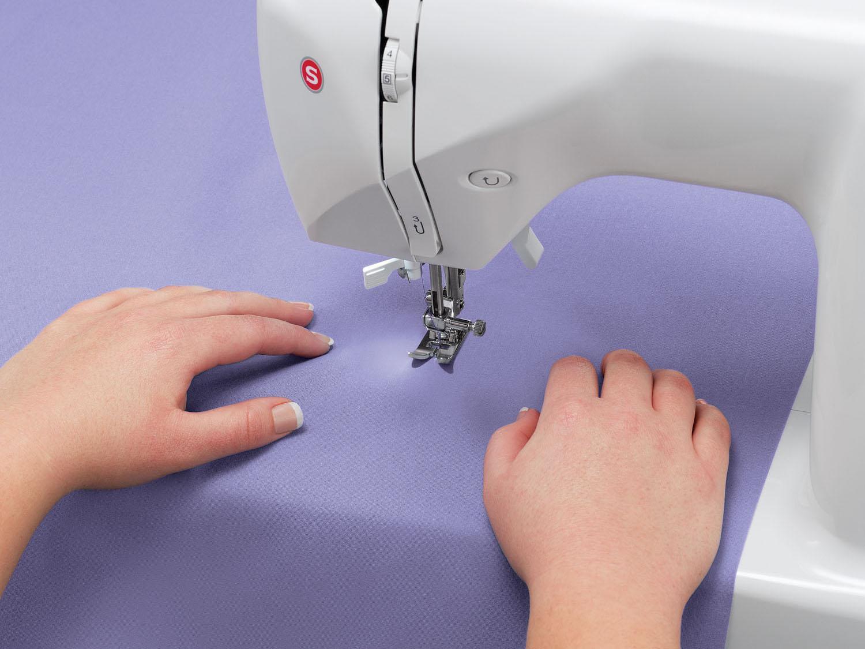 Máquina de Costura Singer Starlet 6680 74 Pontos - Branca/Roxa - 110v - 12