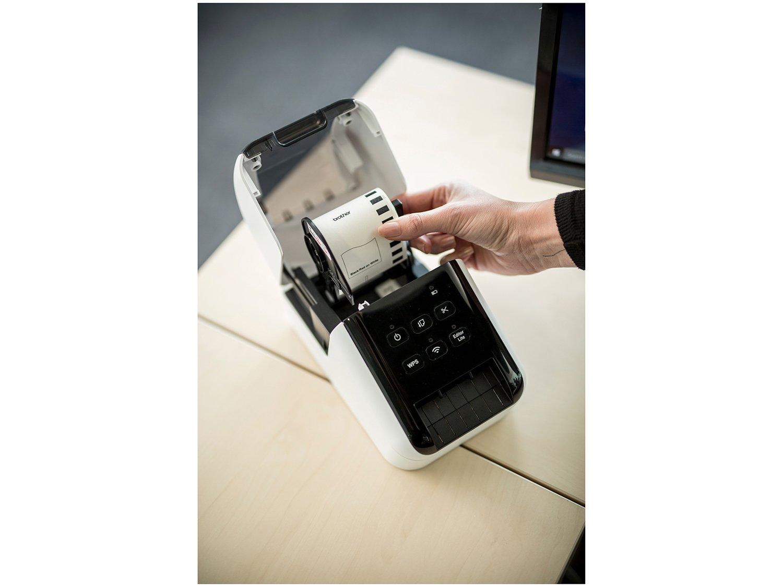 Foto 6 - Impressora de Etiquetas Brother QL810W - Monocromática com WiFi